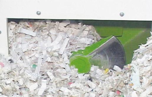 細断古紙はかく拌されながらストックルームに貯留されますので、機密保持の精度はさらに高まりま